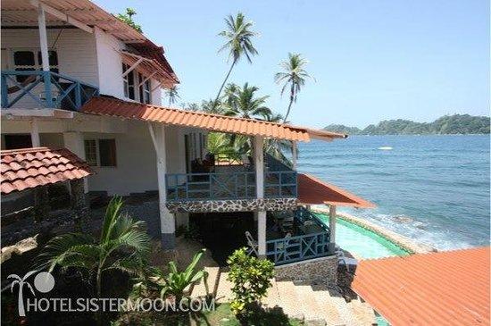 Isla Grande, Panama: Exterior View of Hotel