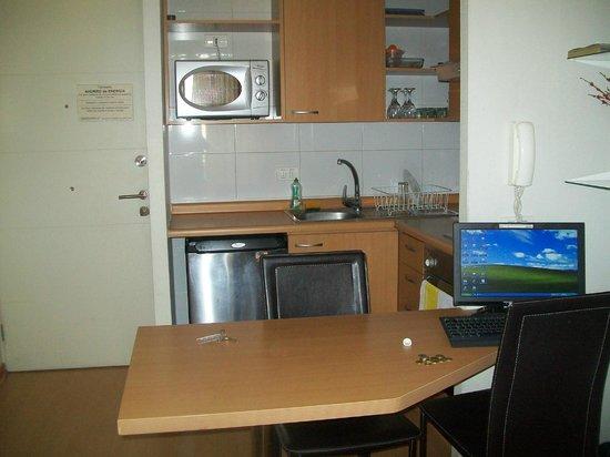 Apart Center Temporary Rent:                   Cocina comedor
