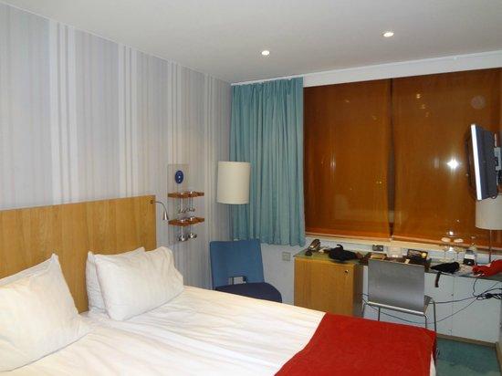 Hotel Aveny: Bedroom