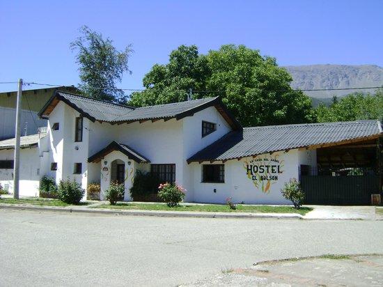 La Casa del Árbol  Hostel El Bolson:                   frente