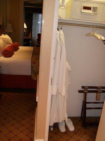 Boston Harbor Hotel: bed