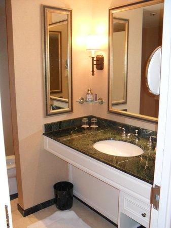 Boston Harbor Hotel: sink