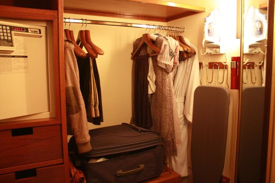 Sheraton Grande Sukhumvit, A Luxury Collection Hotel:                   closet