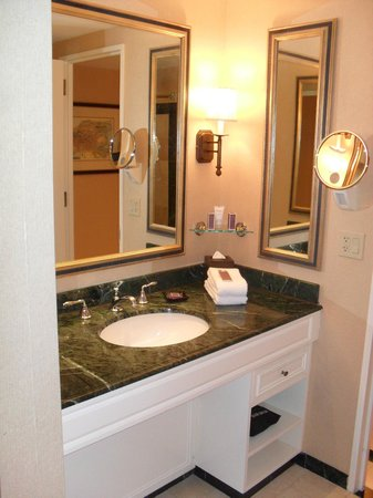 Boston Harbor Hotel: bathroom