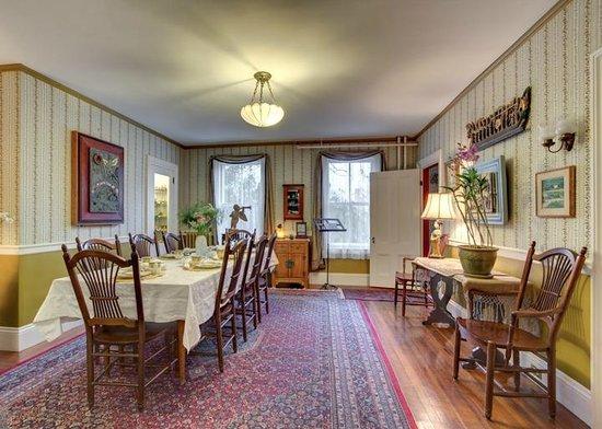 Hawthorne Inn: Dining