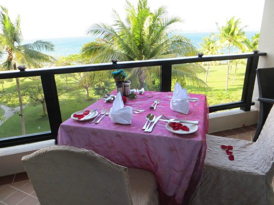 Shangri-La's Tanjung Aru Resort & Spa :                   Table set for balcony dining