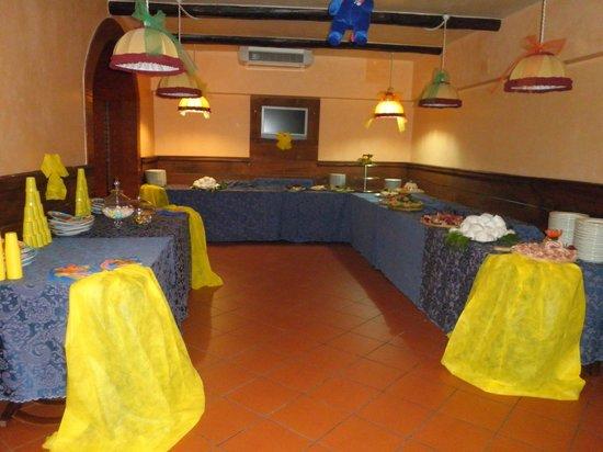Hotel Serino: Sala Ristorante O'calabrisuotto allestita per compleanno