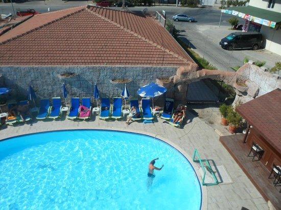 Lavitas Hotel:                   Från vårt rum