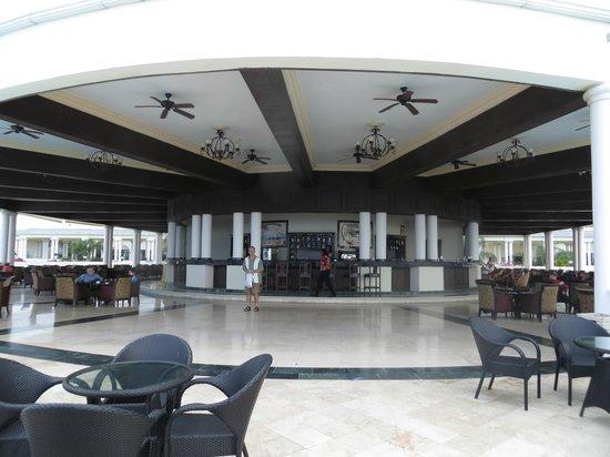 Grand Palladium Lady Hamilton Resort & Spa: One of the may bars