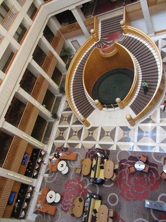رينيسانس إنديان ويلز ريزورت آند سبا:                   Looking down from the 6th floor                 