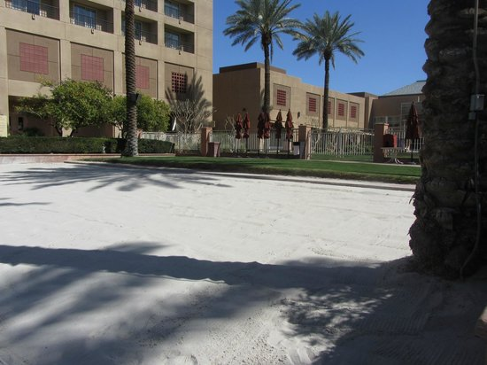 Renaissance Indian Wells Resort & Spa:                   small beach with nice sand..not really used