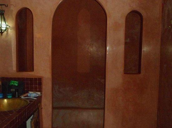 Riad Dar Kalifa:                   Bathroom