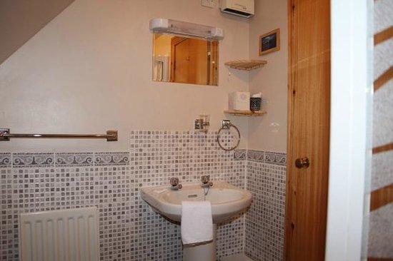 Innis Chonain: Upstairs double en suite shower room