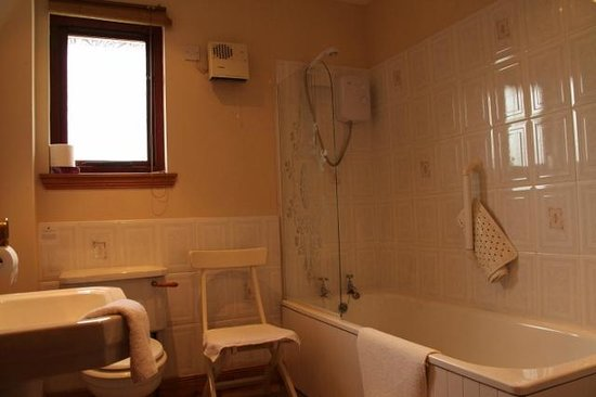 Innis Chonain: Private bathroom for downstairs double