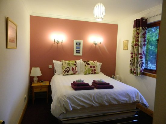 Innis Chonain: Downstairs Double room with private bathroom across the hall