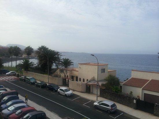 Vue depuis le balcon plage de sable noir picture of for Aparthotel jardin caleta costa adeje tenerife