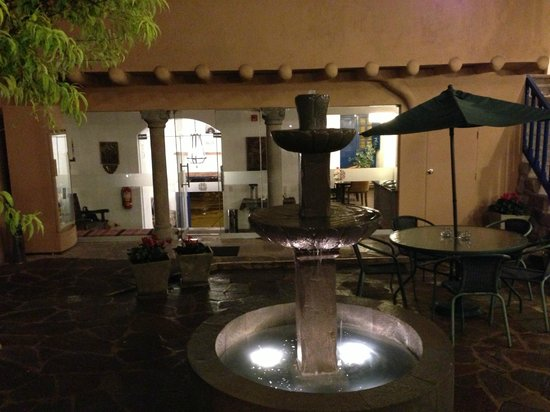 Tierra Viva Cusco Saphi:                   Interior courtyard by the reception