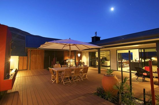 Millhills Lodge: The courtyard - an ideal place to relax or dine