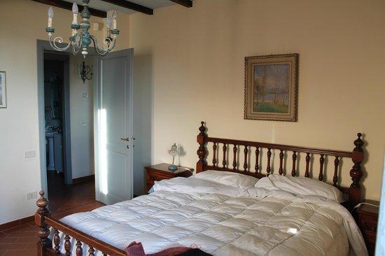 Podernovo:                   Camera matrimoniale (Appartamento delle Querce n.2)