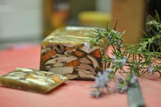 Peillon, France: Lapin en gelée de pieds de veau maison