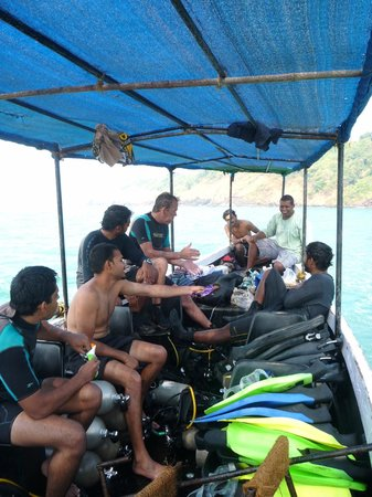 Goa Aquatics:                   Diving at Grande Island, Goa