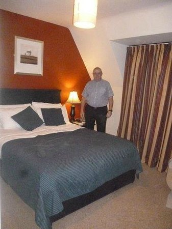 BEST WESTERN PLUS The Connaught Hotel:                   bedroom