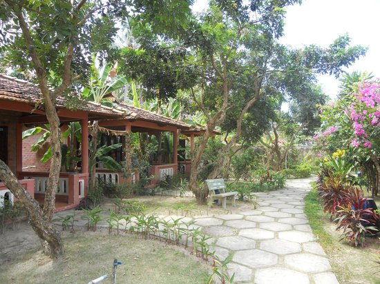 Thanh Kieu Beach Resort:                   giardino