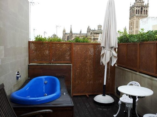 Hotel Casa 1800 Sevilla: Jacuzzi, if the weather is right