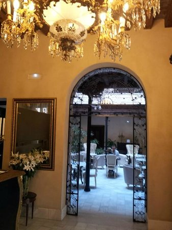 Hotel Casa 1800 Sevilla: From Reception to atrium