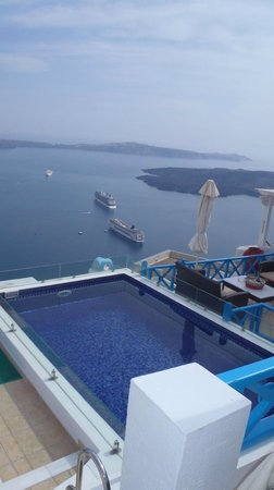 Irini's Villas Resort:                   Pool overlooking volcano island