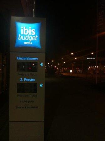 Ibis Budget Stuttgart City Nord: Eingang