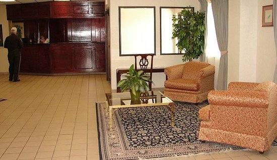 Regency Inn and Suites: Front Desk