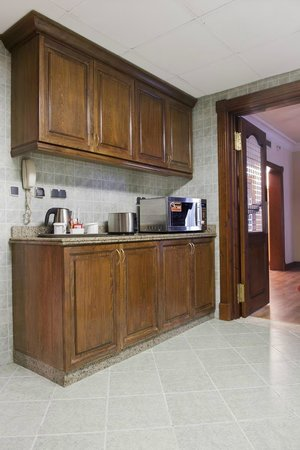 Hilton Cairo Zamalek Residences: Kitchen in a Suite