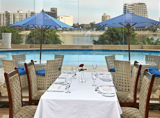 Hilton Cairo Zamalek Residences: Nile Breeze Restaurant view