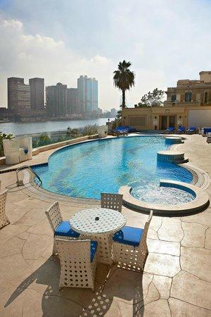 Hilton Cairo Zamalek Residences: Jacuzzi & Pool
