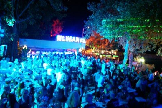 Liman Restaurant Lounge Club: Sexy black night