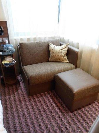 Hampton by Hilton London Croydon:                   sofa bed