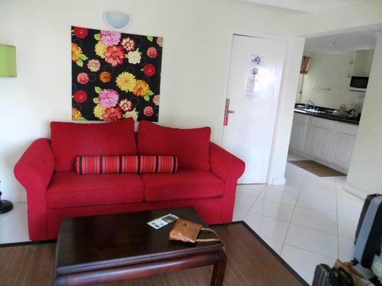 Mystic Ridge Resort: Living room/kitchen areas of suite. SO clean!!!