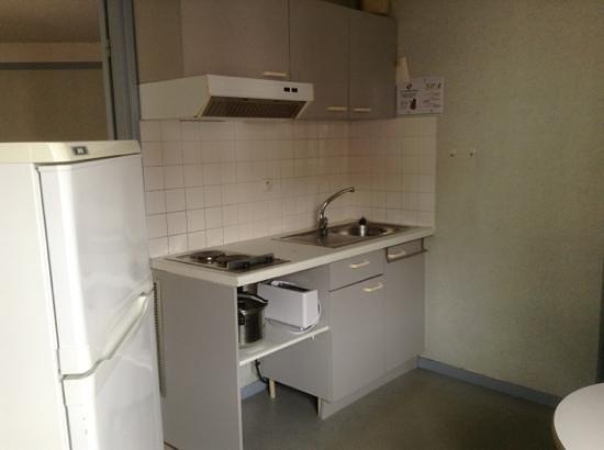 VVF Villages Urrugne:                   le coin kitchenette