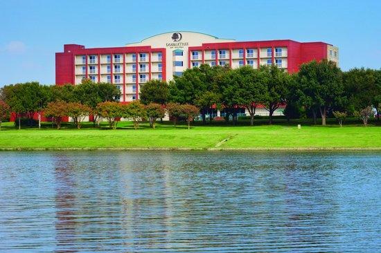 Doubletree by Hilton, Dallas - Farmers Branch: Overlooking Las Colinas Crossings Lake