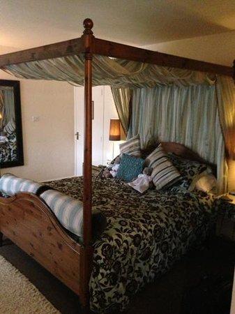 Royal Oak Inn:                   room 18 lovely very Spacious.