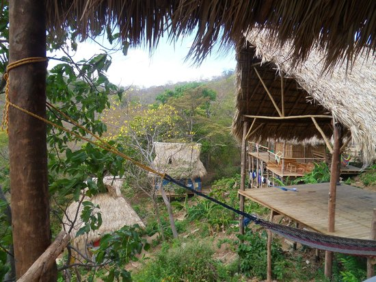 Hostel Clandestino:                   *