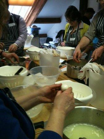 Hartingtons of Bakewell :                   Making mozarella