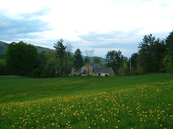 Breakfast on the Connecticut: View of Inn from south field