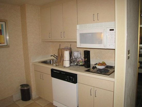 Hampton Inn & Suites by Hilton - Miami Airport / Blue Lagoon:                   Kitchen