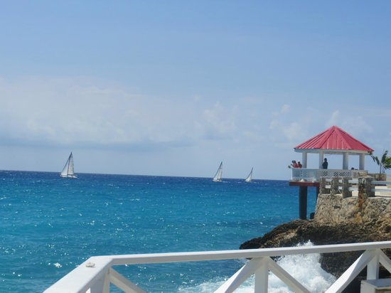 Sonesta Maho Beach Resort, Casino & Spa: Watching the sailboat regatta. What a great view!