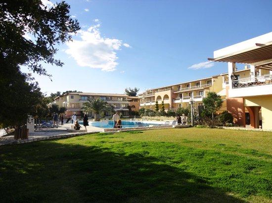 Negroponte Resort Eretria : Ο Χώρος της πισίνας