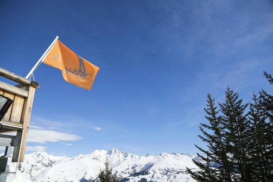 Chalet D'altitude De L'Arpette :                                     look out for the big orange flag