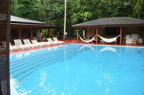 La Cantera Jungle Lodge:                   La pileta y el centro social