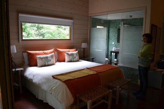 La Cantera Jungle Lodge:                   La habitación y su baño